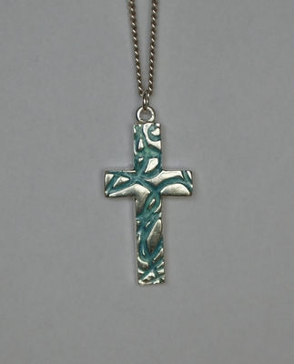 Zilveren kruishanger met structuur blauwgroen